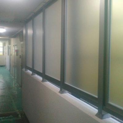 板橋区 雨の吹き込み対策として防風スクリーン設置工事