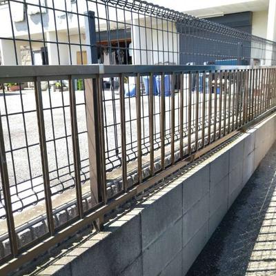 我孫子市 破損したフェンスの交換工事です